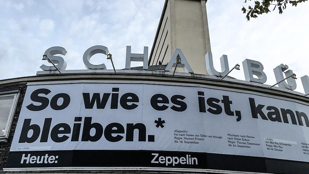 Schaubühne Berlin am Abend der Inszenierung Zeppelin von Herbert Fritsch