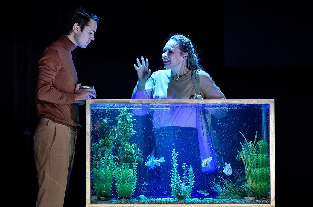 Anja Schneider und Daniel Hoevels in Versetzung am Deutschen Theater Berlin